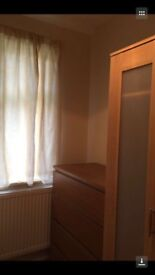 Single room with single bed to rent in Mitcham CR4