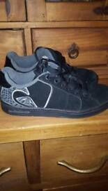 QUIKILVER SUEDE TRAINERS SIZE 4.5