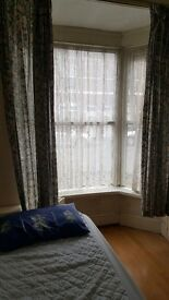 Single room to let/bills included