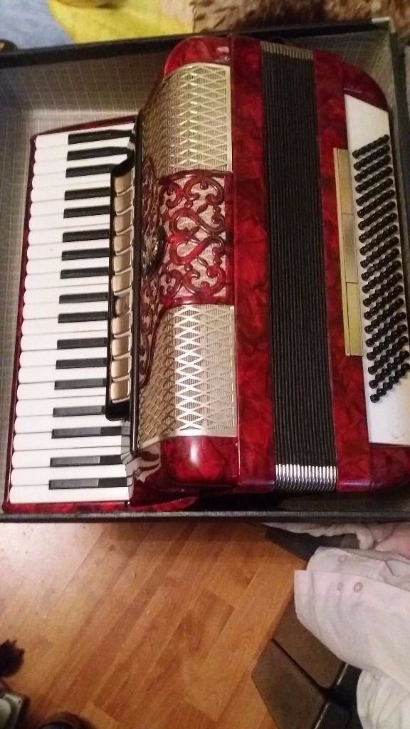 accordion****horch*germany * 120 bass**** GOOD CONDITION lake new , GOOD PLAY*****