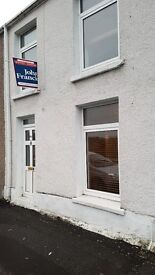 We are delighted to present this immaculate 3 bedroom end of terrace property on Neath Road Swansea.
