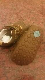 clarks baby shoes size 2f