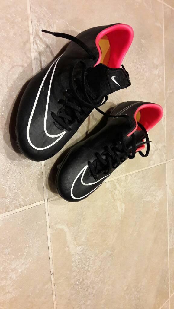 Nike Mercurial Boys Size 5 Football Boots