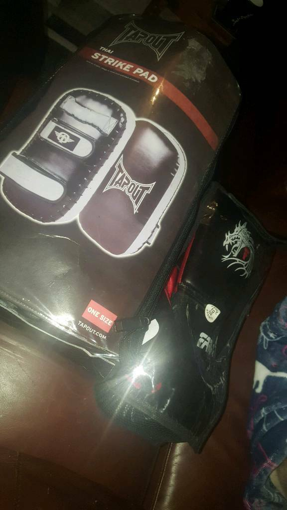 TapouT MMA punch/ strike pad plus Farabi punch gloves/ mits