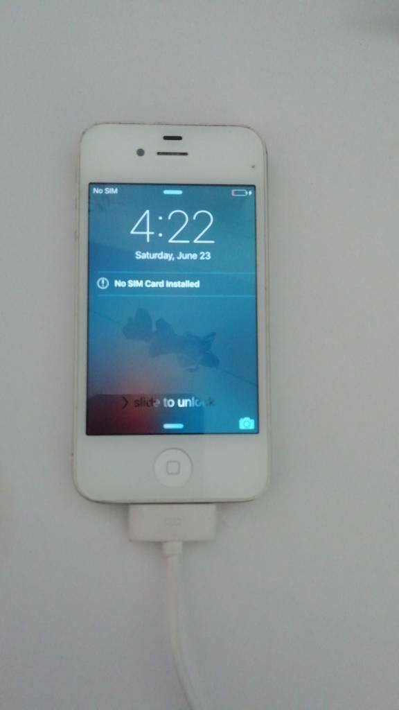 Iphone 4s unlockedin Totton, Hampshire - Unlocked iPhone 4s with charger no box