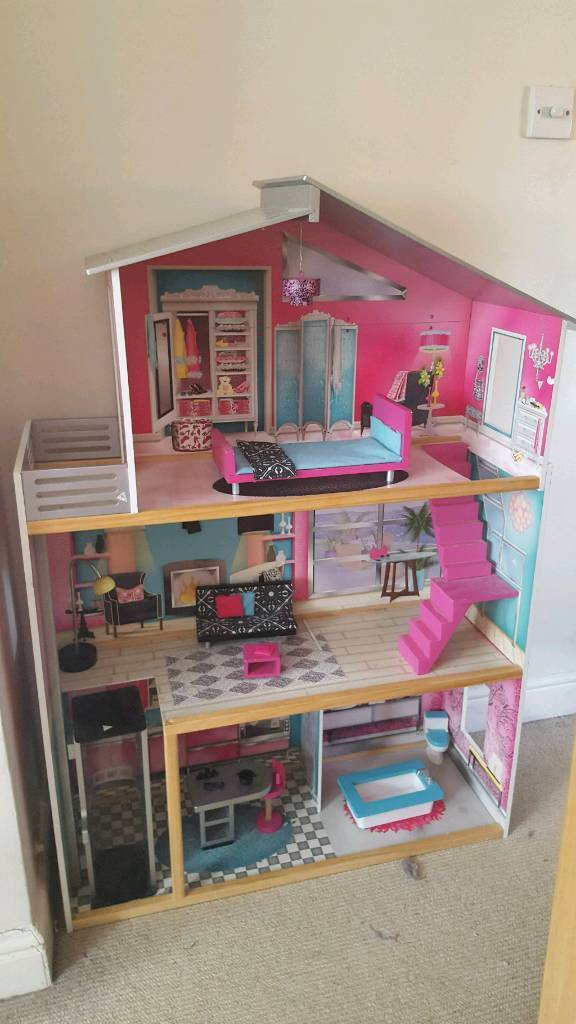 Dolls house for barbies ONLY £20