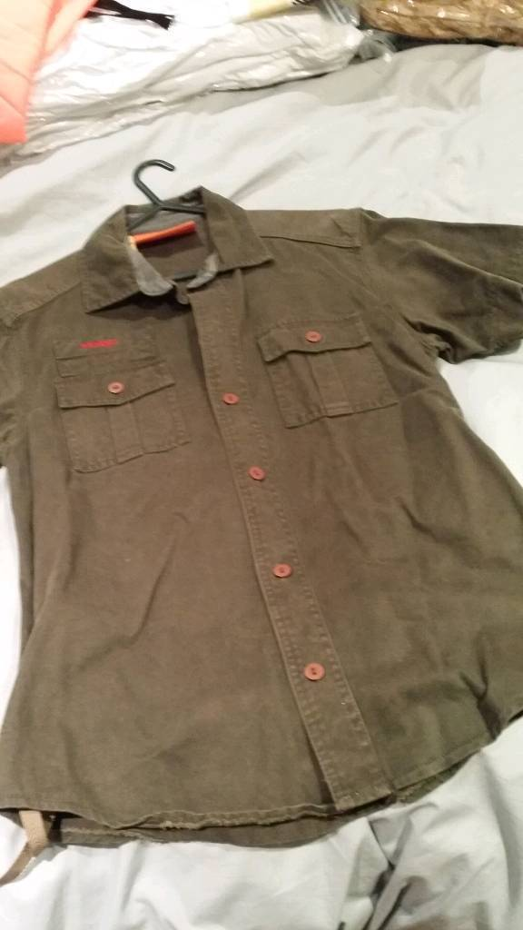 Mens size large Superdry short sleeved khaki shirt in very good condition
