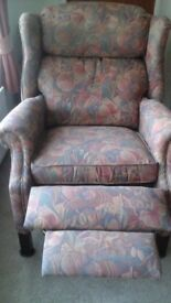Reclining arm chair. Like new condition