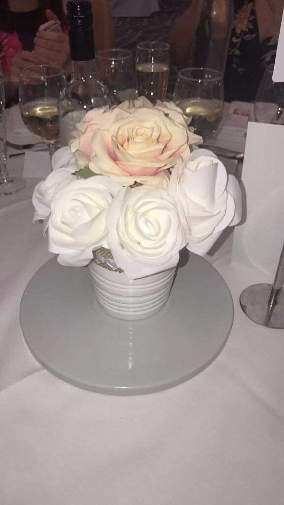 Handmade table decoration ideal for home or to use as decoration for a special occasion