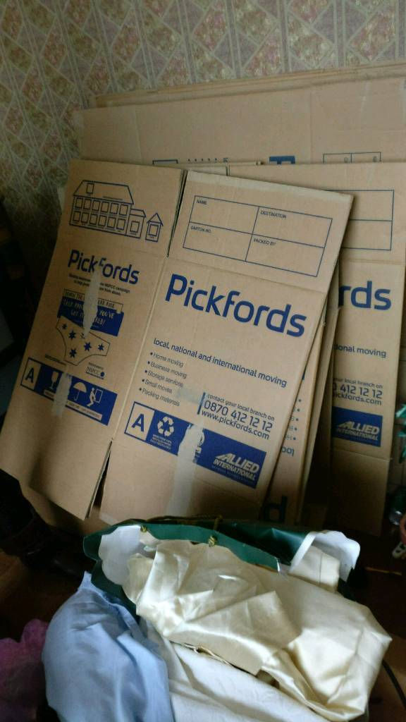 Bunch of 18 packing box