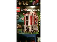 Lego Ghostbusters house and ecto 1