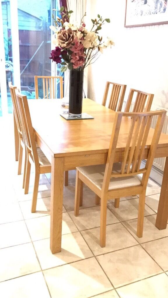 £90 Oak Extendable dining table including 4 chairs