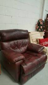 Large real leather electric Recliner chair in vgc can deliver 07808222995