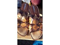 PITILLOS LEATHER SLIPPERS SIZE 4