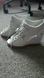 Lacoste Women's Shoes size 3