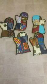 Aprons and oven gloves