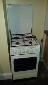 Gas cooker with pipes