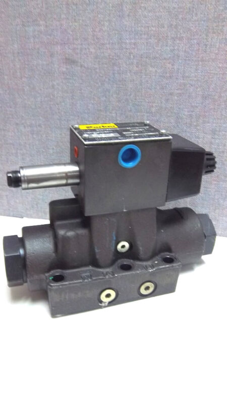 PARKER DIRECTIONAL VALVE D63W4C1NYC 36 NEW D63W4C1NYC36