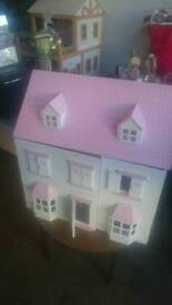 Doll's house in very good condition