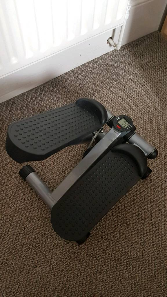 Mini stepper workout machine