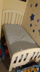 Junior bed, mattress & quilt.