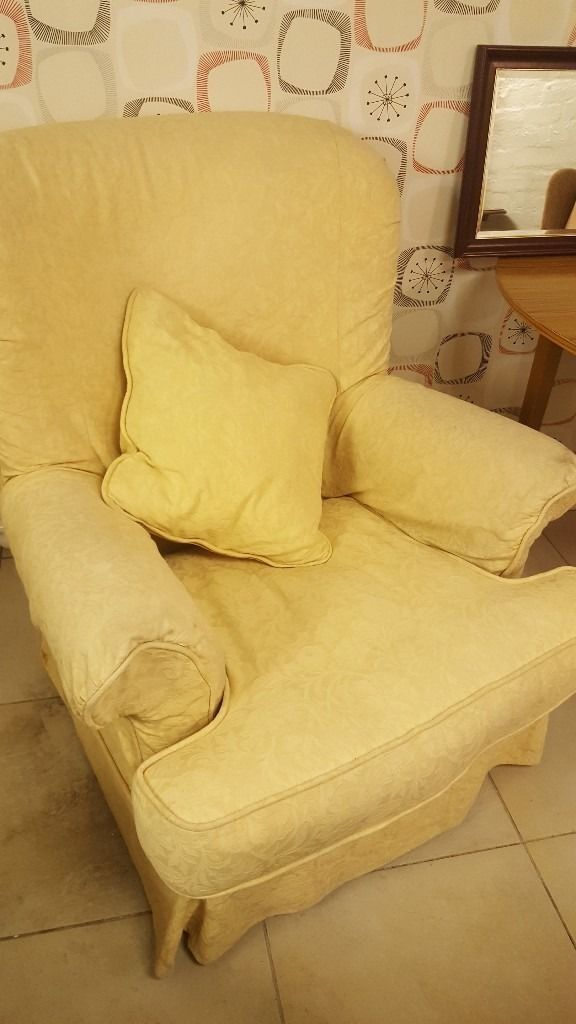 Armchair With Removable Coversin Bearsden, GlasgowGumtree - Armchair With Removable Covers Comfortable armchair with scatter cushion & removable covers Delivery Available Or Pick Up From 15 Temple Road Anniesland G13 1EL Please See All of our Ads!!! 0141 954 2323 (Or if after 6 pm please text on 07463525325)...