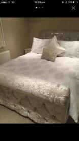 Crushing velvet cream bed