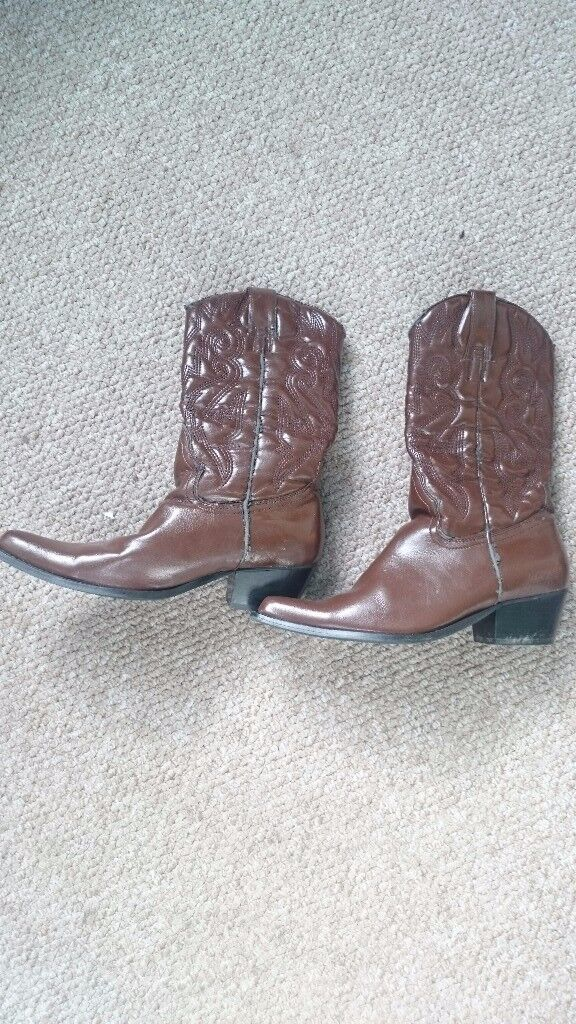 Cowboy/cowgirl/cowperson boots