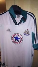 Newcastle United top xl