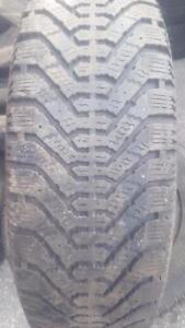 4 PNEUS HIVER - GOODYEAR 185 65 15 - 4 WINTER TIRES
