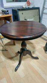 Round table pedestal- small- Exellent conditions 30 pounds