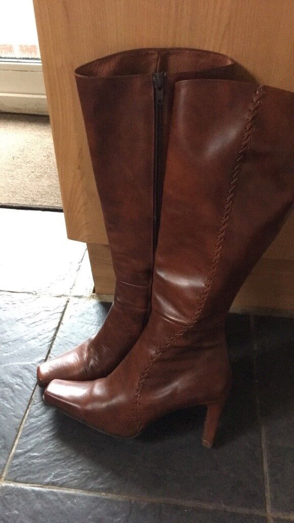 Leather Dune boots in good condition size4