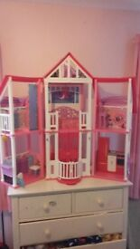 Barbie Malibu Mansion in perfect condition with matching furniture and accessoriies