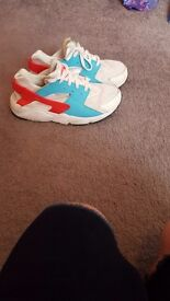 Girls white blue and pink nike huaraches size 2.5