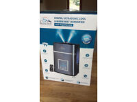 Humidifier - Cool and Warm Mist with remote control * Can Deliver*
