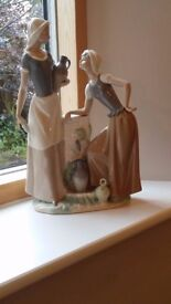 Water carrier Nao porcelain ornament