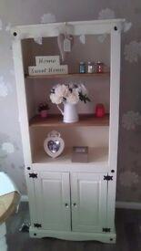 Bookcase/dresser