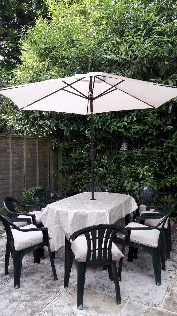 Jardin green plastic garden furniture dining set 8 x chairs inc cushions table parasol base - Table jardin pvc ...