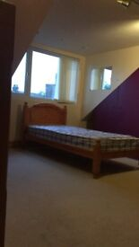 Room for rent in Grays (good size for single person)