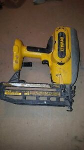 Cordless finish nailer DEWALT 16ga