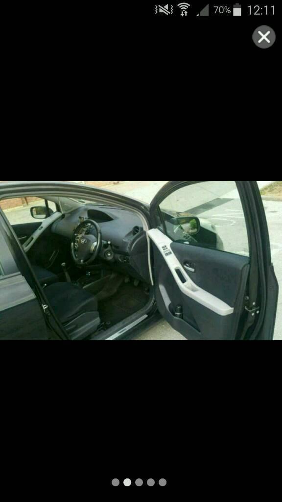 Toyota Yaris Black 5 doors *Price Reduced*