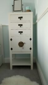 Bargain: white Chinese cabinet for 50£ only