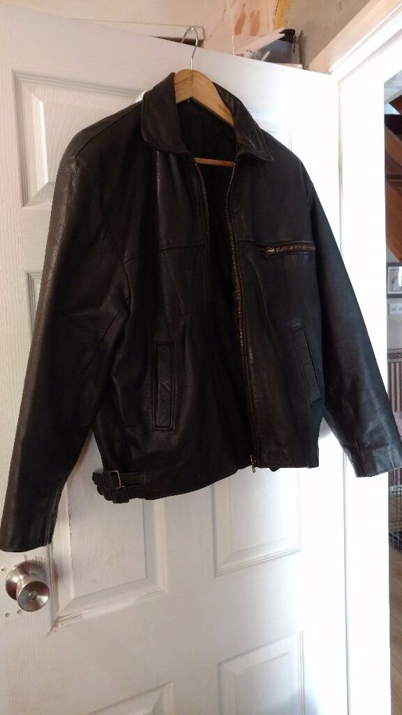Mens black leather jacket size large approximate chest size 40in Poole, DorsetGumtree - Black leather jacket in great condition. No tears or snags and all zips working fine. Heavy weight jacket. Good quality. Excellent value. To fit approximate size 40 inch chest