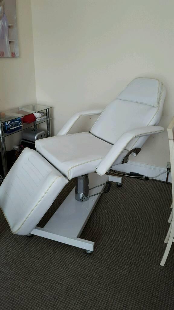 BEAUTY MASSAGE TATTOO HYDRAULIC BED. WHITE