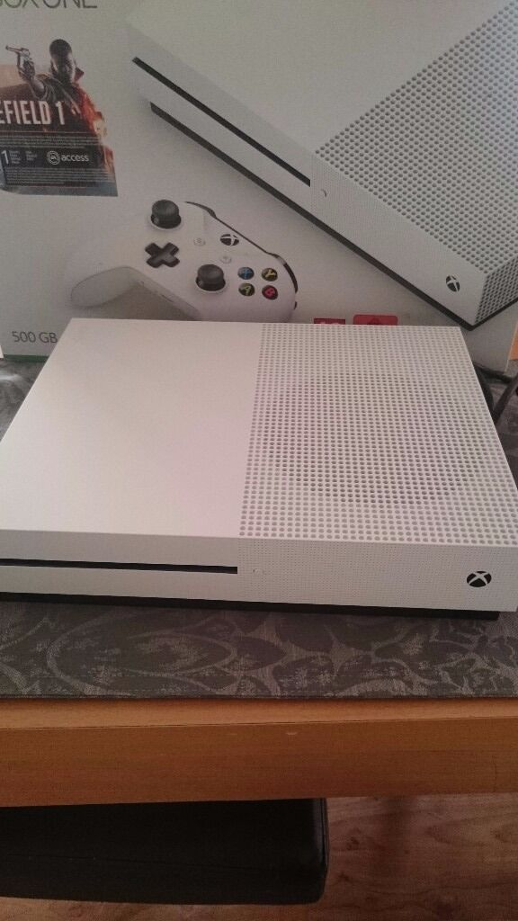 Xbox one S white 500 gb. As new.