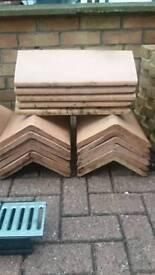 Roof/ridge tiles