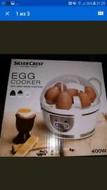 Egg cooker with keep warm function