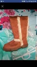Ella boots size 6