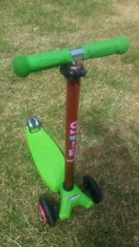 Maxi Micro Scooter Lime Green