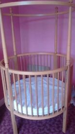 Beautiful french style 4 poster cot ....excellent condition